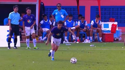 Hot Shot - ลูกยิงสุดสวยของ กานต์นรินทร์ ถาวรศักดิ์ ในฟุตบอลแชมป์กีฬา 7 สี 2015