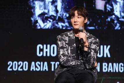 """ยิ่งเจอยิ่งรัก โอปป้าสุดหล่อหุ่นล่ำ """"ชเว จินฮยอก"""" โปรยเสน่ห์สุดอบอุ่น งานแฟนมีตติ้งครั้งแรกในไทย!"""