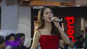 โบว์ เมลดา ร้องเพลงโชว์เสียงใสให้กำลังใจรุ่นน้องผู้เข้าประกวด Thai Supermodel 2019